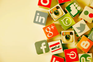 Unparalleled Benefits Social Media Marketing Businesses 79614 300x200 - Five Ways To Use Social Media (Twitter, Linkedin, and Facebook) in Forex